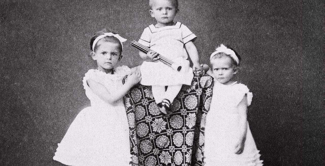Putri Ottilie bersama kakak laki-lakinya, Lothar dan saudara perempuan Sophie